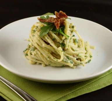 Linguine with semi-dried tomatoes and rocket