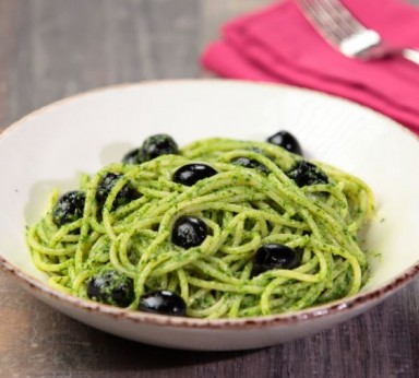 Spaghetti with olives and caper sauce