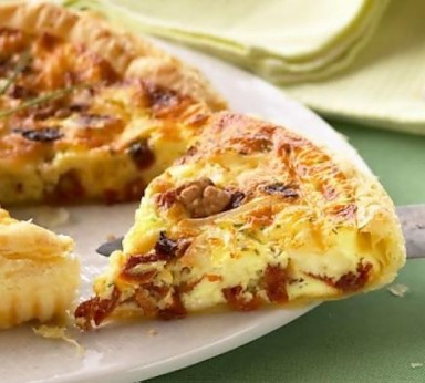 Quiche with mascarpone and dried tomatoes